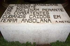 Nuestras banderas de combate se inclinan delante de los combatientes cubanos caídos en tierra angolana-Agostino Neto