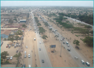 Vista actual de la carretera entre Luanda y Viana