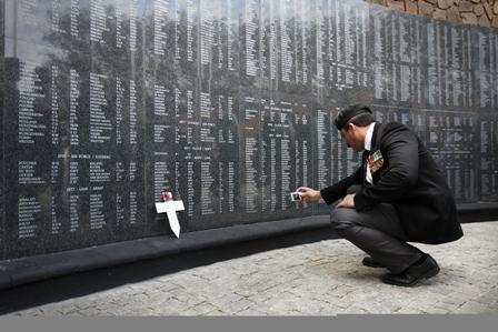 Muro del Recuerdo en el monumento Voortrekker de Pretoria, inaugurado el 25 de octubre de 2009