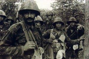 Soldados cubanos en Angola. Foto de Ernesto Fernández, tomada del blog HavanaLuanda