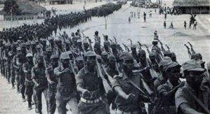 Columna del FNLA marcha hacia Luanda, en vísperas de la batalla de Quinfandongo. Foto tomada del blog HavanaLuanda