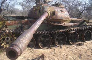 Tanque T-55 ruso abandonado en la provincia de Cunene, escenario de la LCB