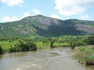Vista actual del río Nhia, sobre el que estaba el puente 14
