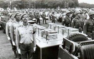 Entierro masivo a los caídos en Angola el 7 de diciembre de 1989.