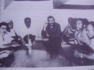 El Che reunido con la cúpula del MPLA en Brazzaville, en diciembre de 1964. Creo que el primero a la derecha es Nito Alves, ejecutado en un fallido golpe de estado en 1978.
